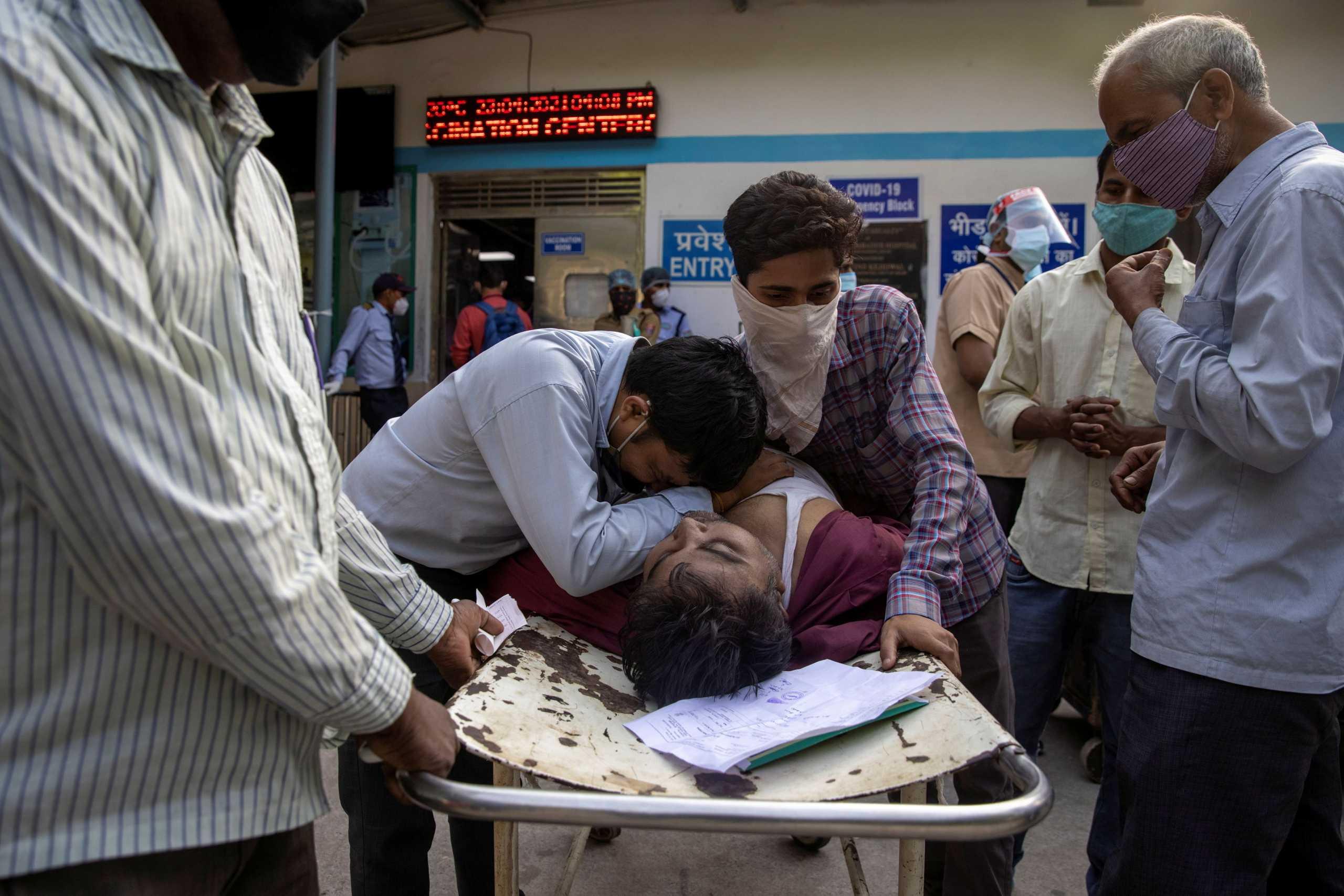 Κορονοϊός: Οι ΗΠΑ στέλνουν «αμέσως» στην Ινδία ιατρικό εξοπλισμό και συστατικά εμβολίων