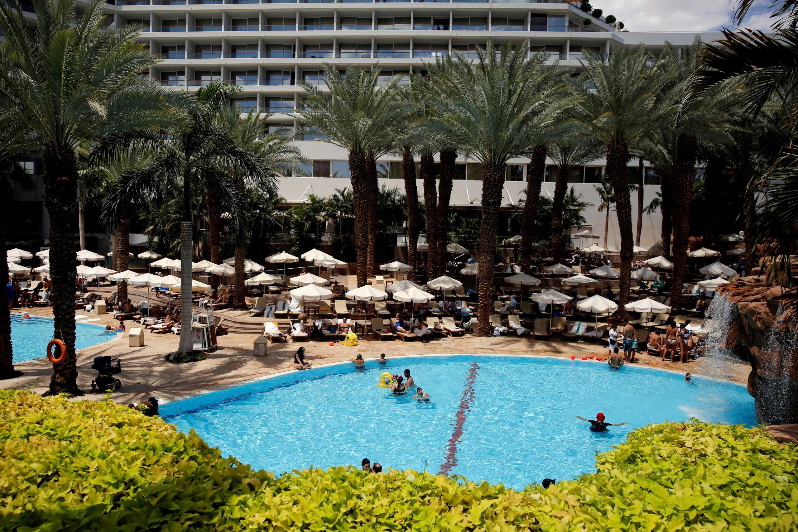 Κορινθία: Εστιατόριο ξενοδοχείου ζητεί από τους πελάτες να είναι ντυμένοι σαν Βασιλιάδες