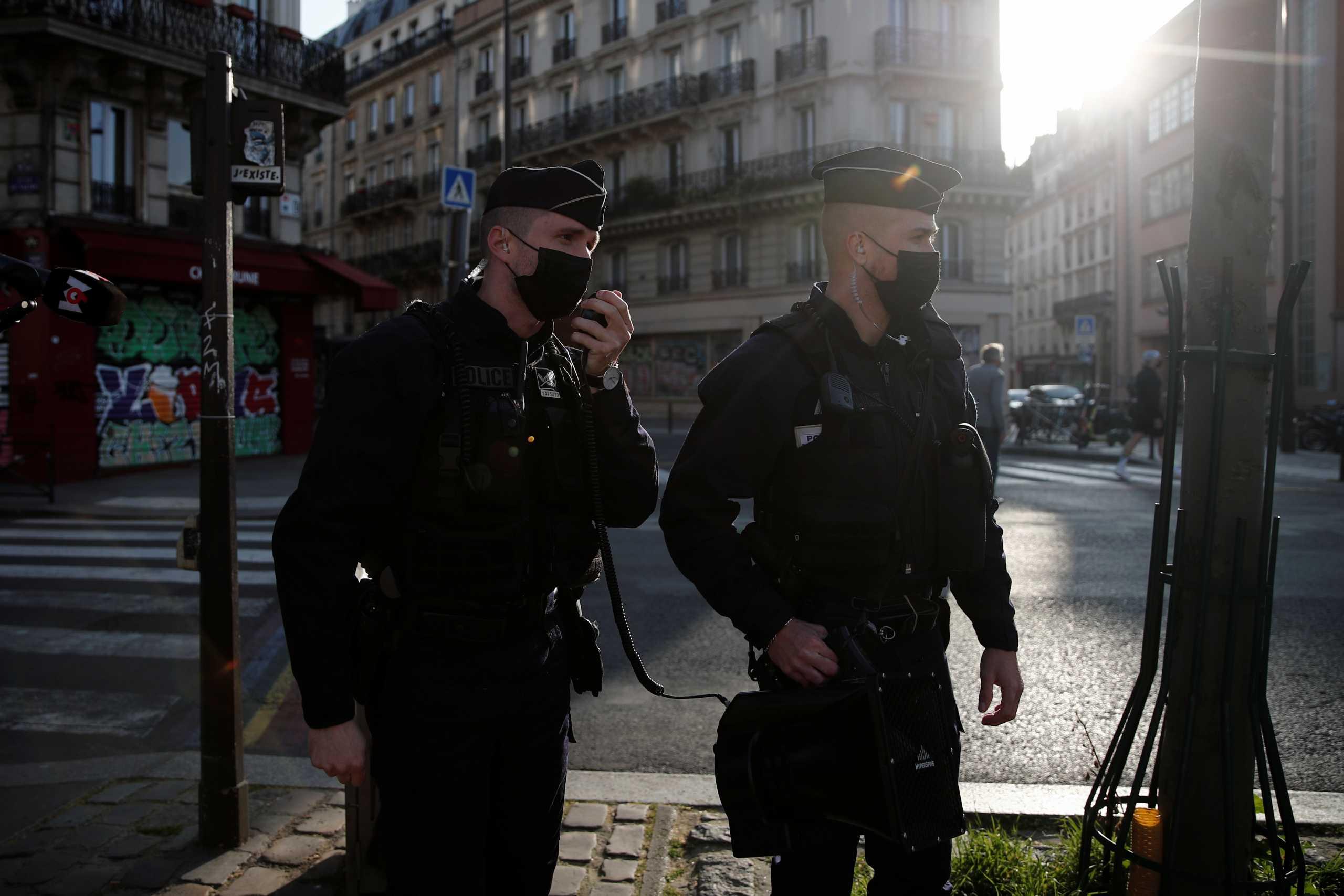 Πυροβολισμοί έξω από νοσοκομείο στο Παρίσι