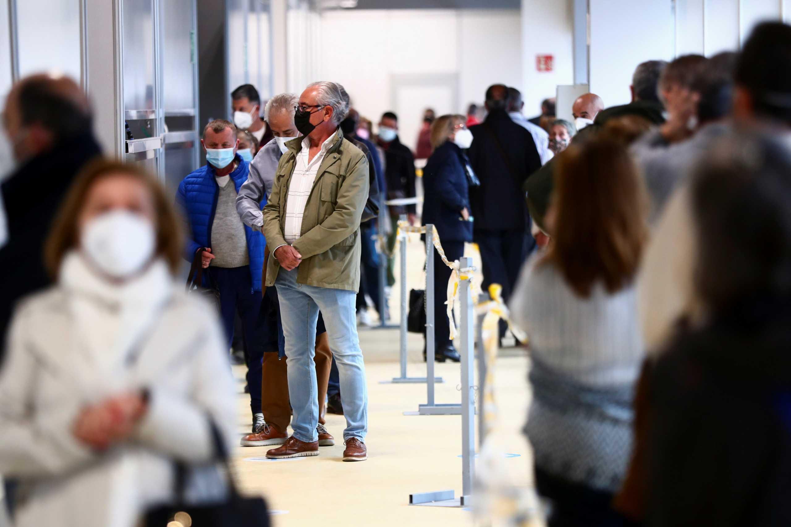 Bloomberg: Η ΕΕ αναμένει να εμβολιάσει την πλειονότητα των πολιτών ως το τέλος Ιουνίου