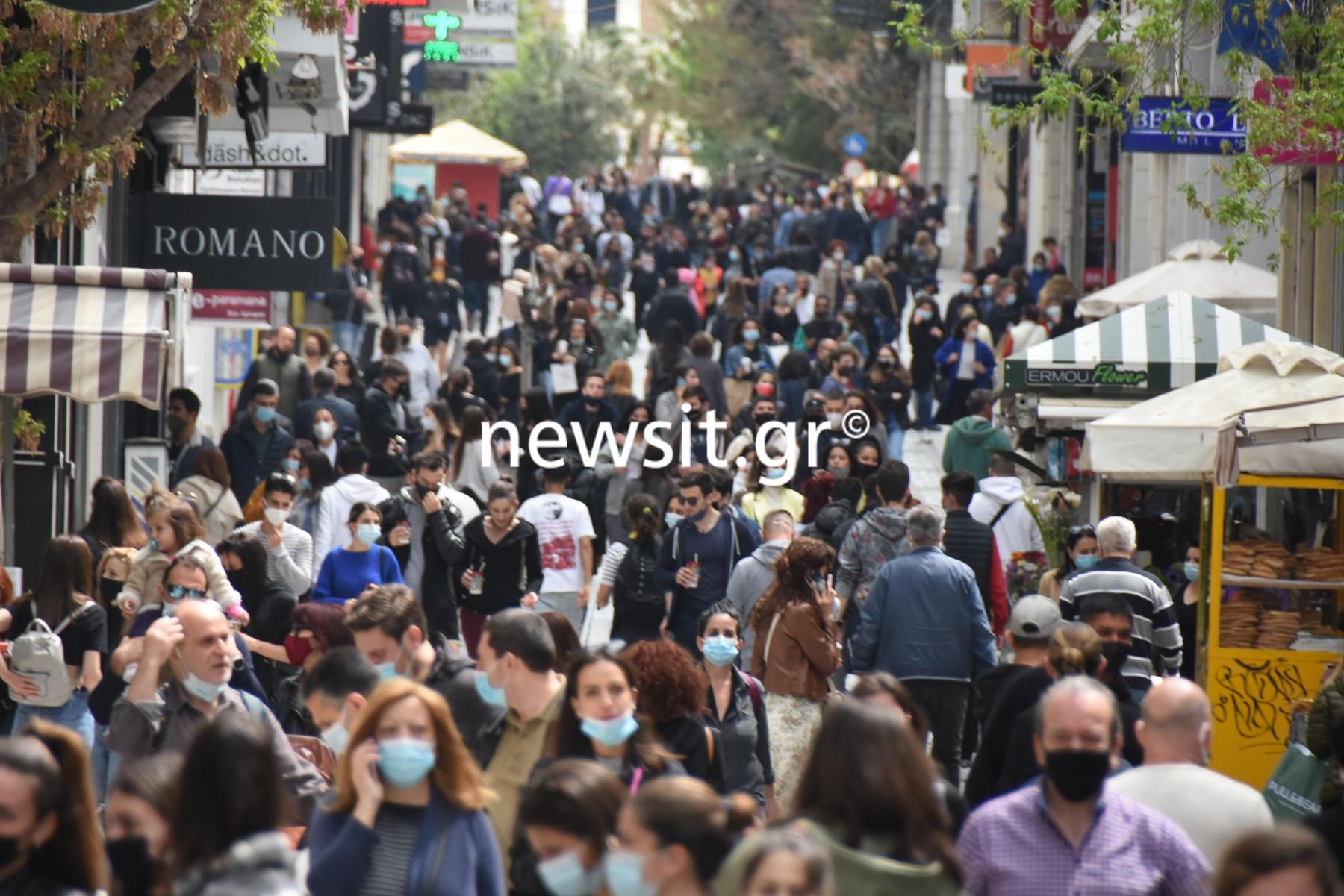 Κάθοδος των «μυρίων» στην Ερμού – Για ψώνια και βόλτα κατέκλυσαν το κέντρο οι Αθηναίοι (pics)