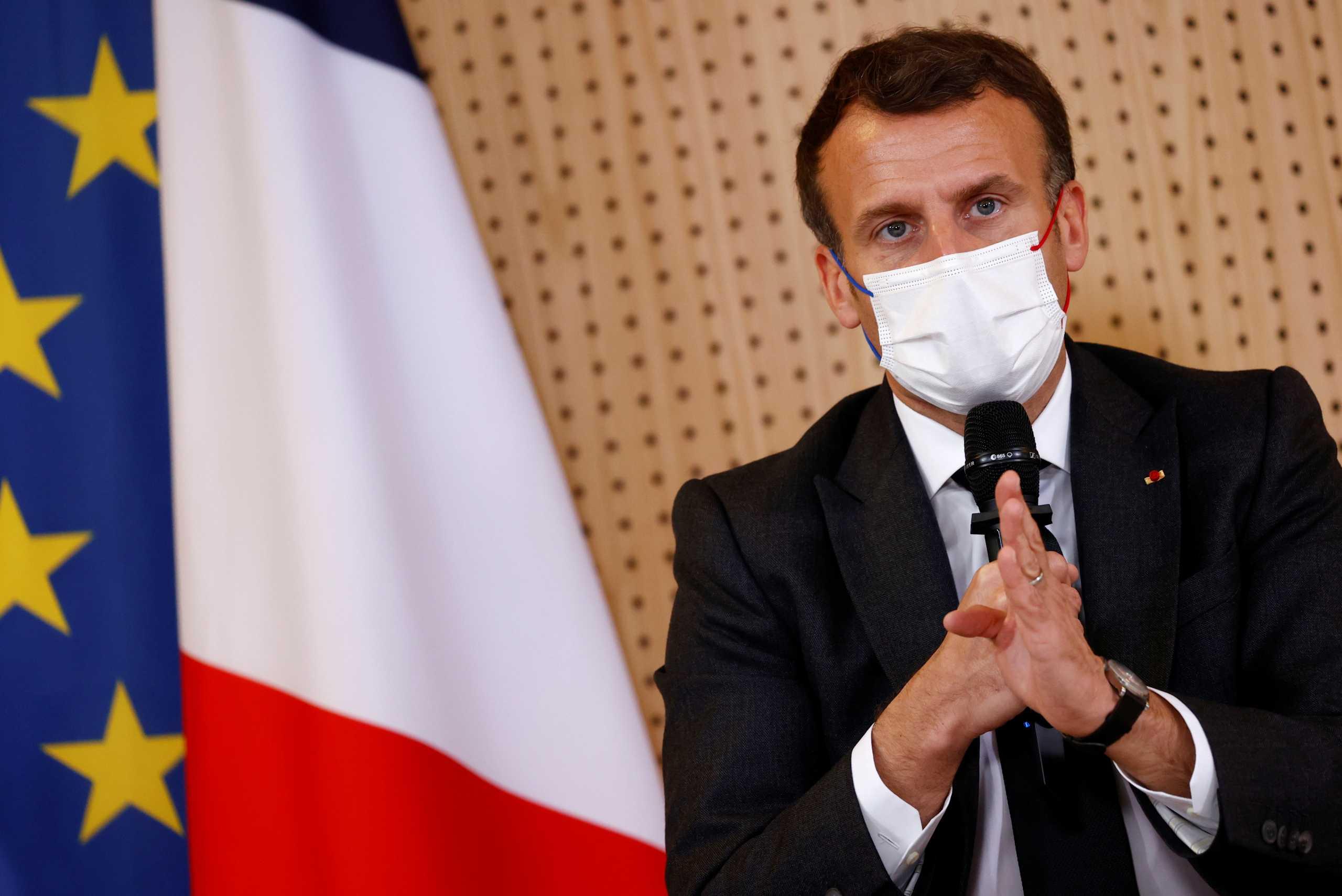 Ο Γάλλος πρόεδρος λέει ότι οι διεθνείς δυνάμεις θα πρέπει να χαράξουν «σαφείς κόκκινες γραμμές» με τη Μόσχα