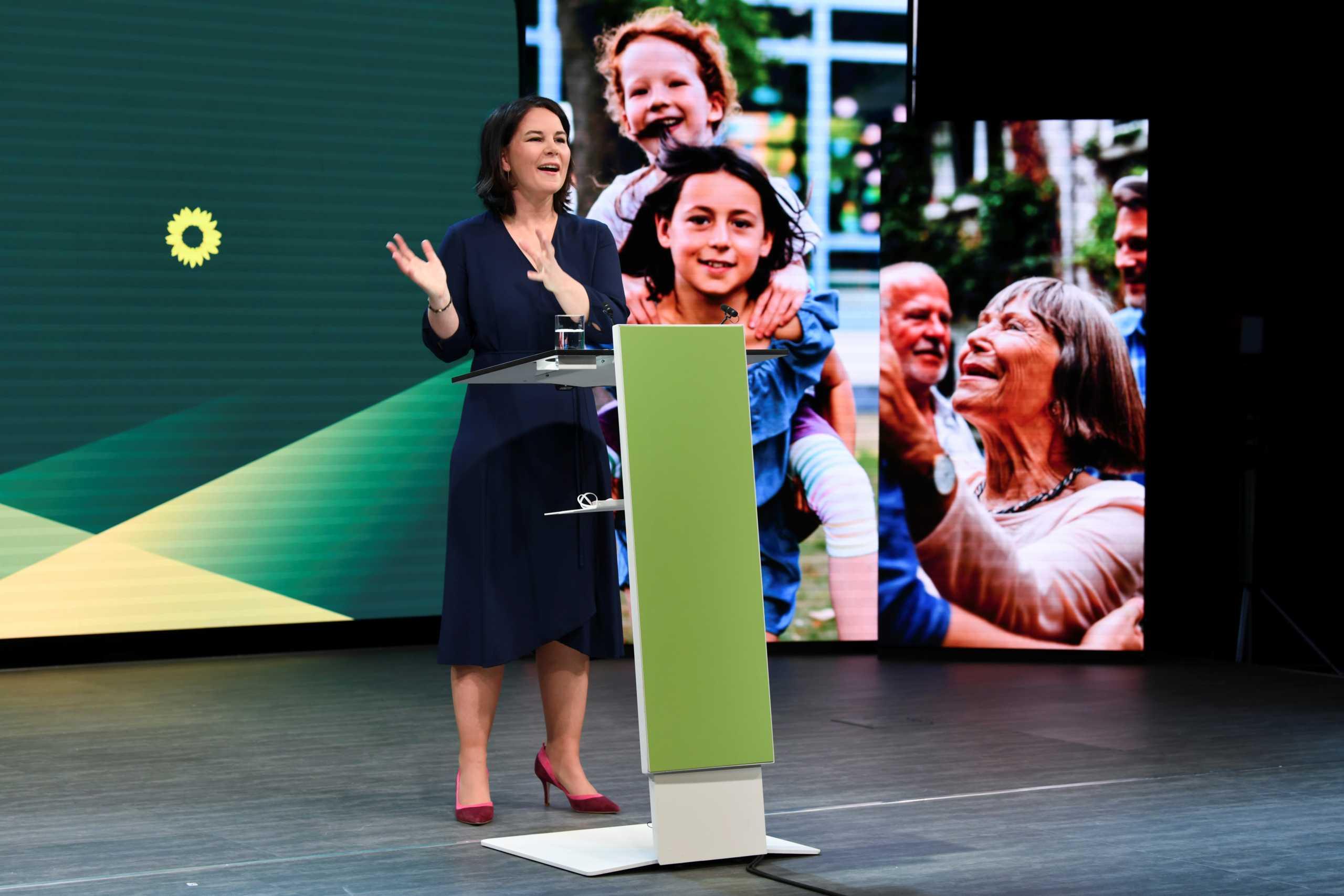 Γερμανία – Νέα δημοσκόπηση: Η 40άρα Αναλένα Μπέρμποκ οδηγεί με «φόρα» τους Πράσινους στις κάλπες
