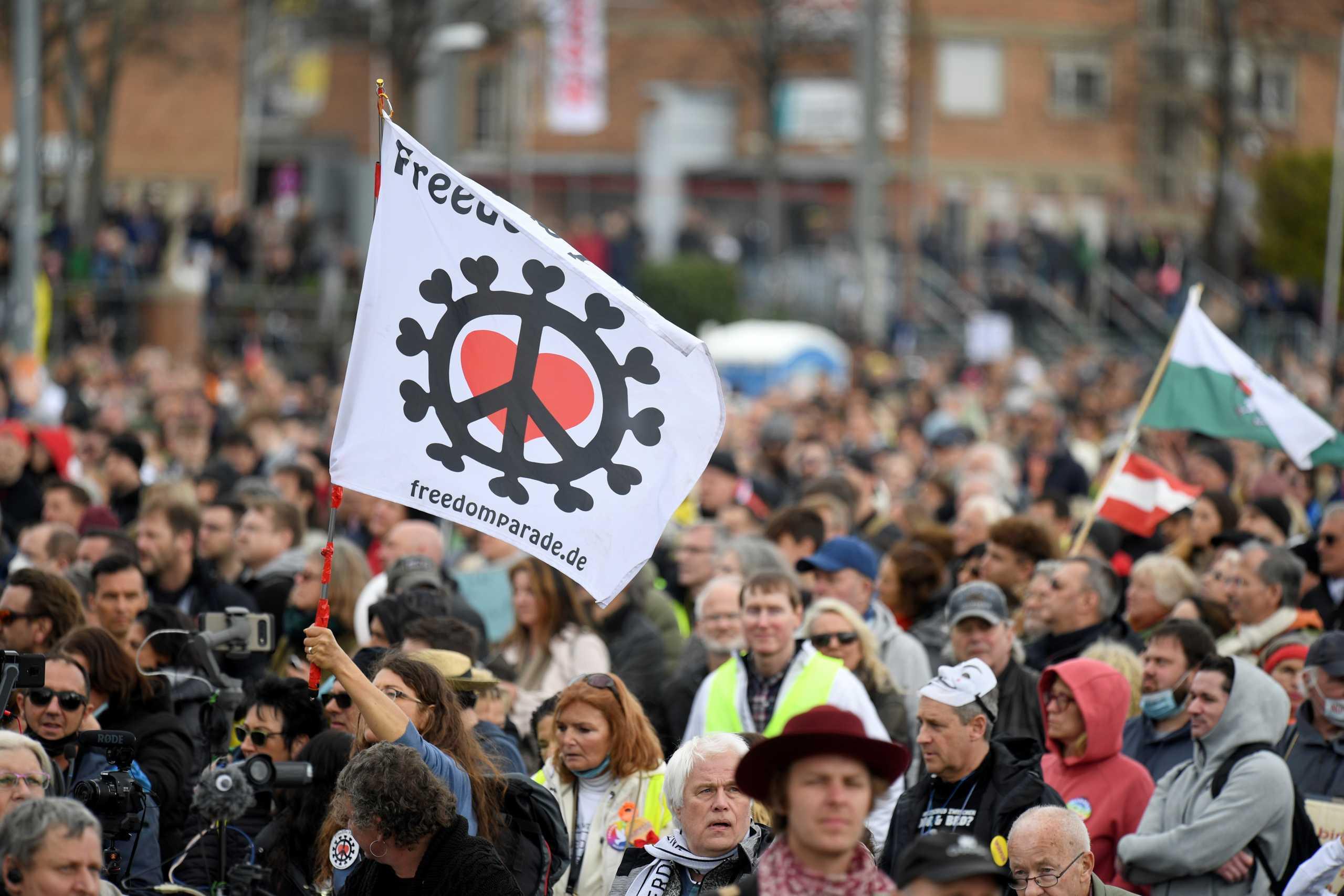 Γερμανία: Διαδήλωση κατά των μέτρων για την πανδημία στη Στουτγάρδη