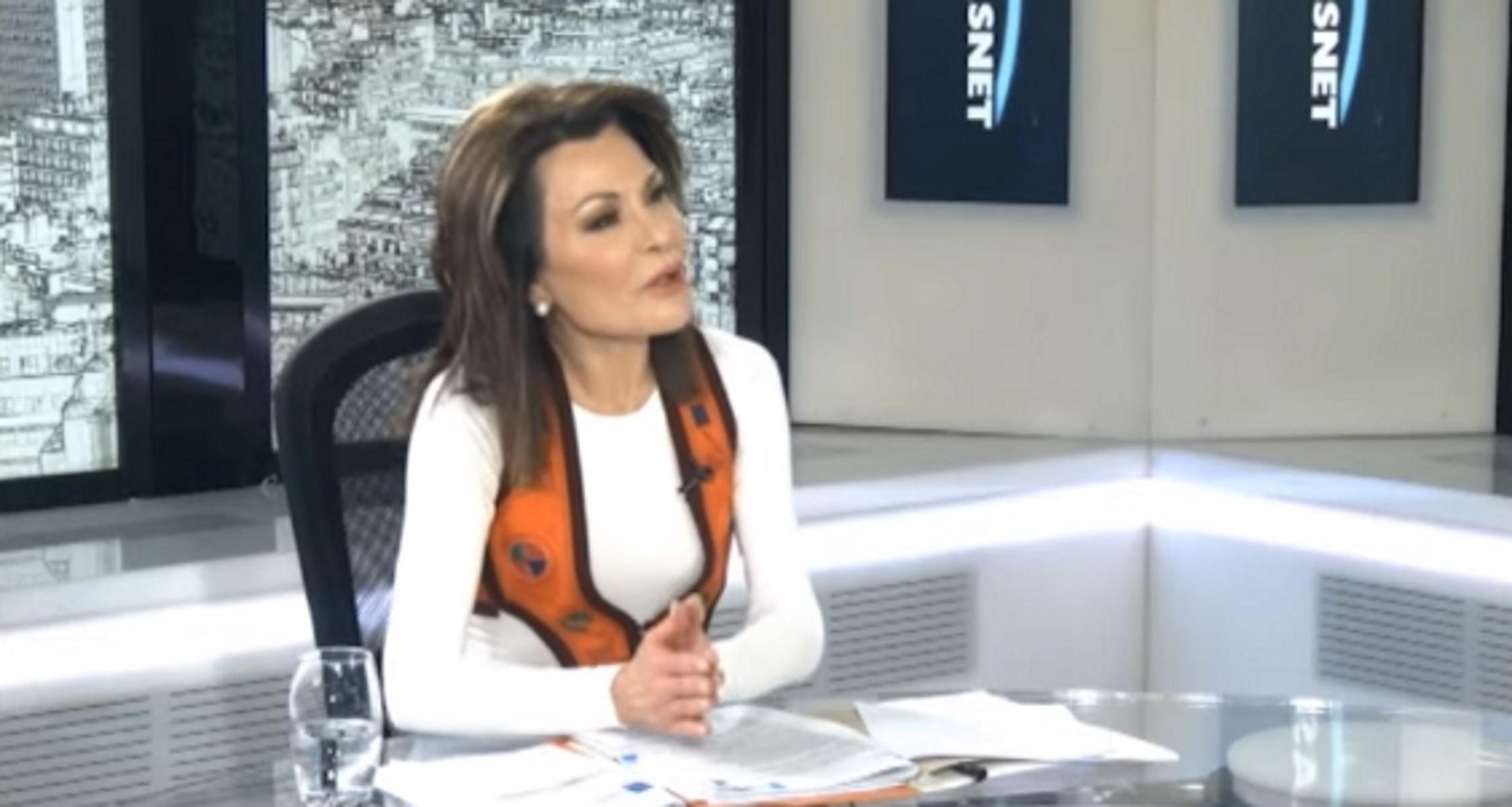 Γιάννα Αγγελοπούλου: Τηλεοπτική εμφάνιση με παραδοσιακό γιλέκο και τζιν
