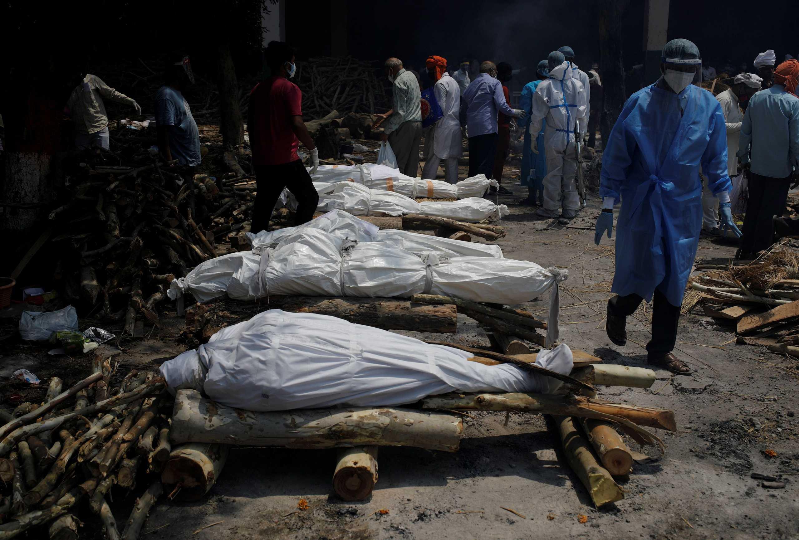 Παγκόσμιος Οργανισμός Υγείας: «Σπαρακτική η κατάσταση στην Ινδία» – Στέλνουν κινητά νοσοκομεία