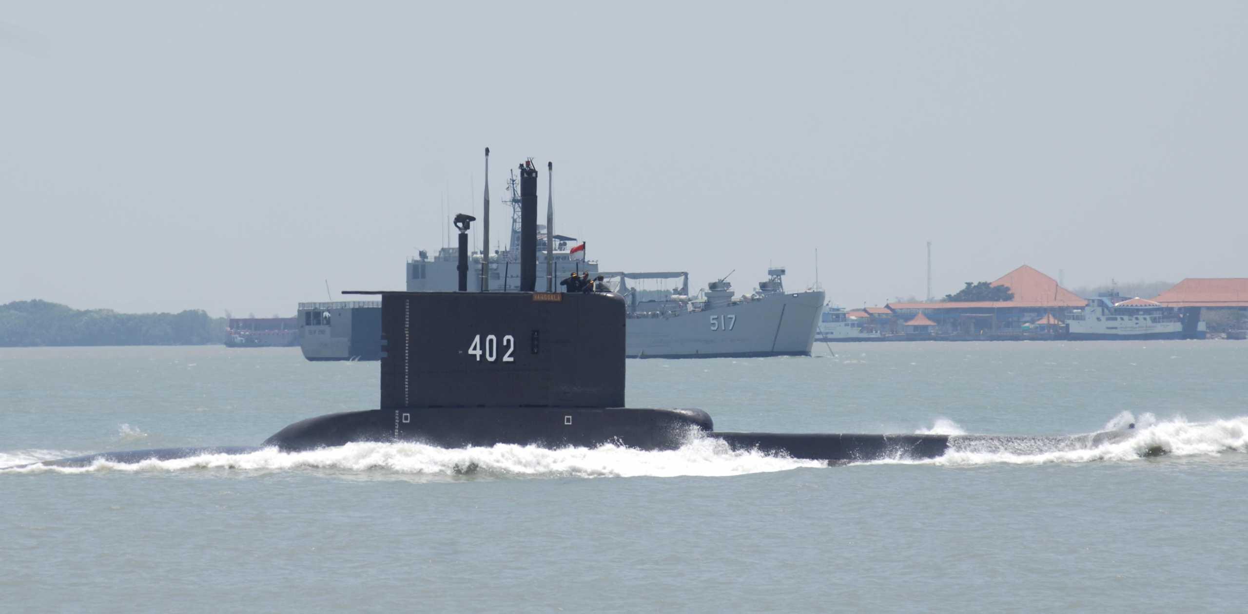 Ινδονησία: Συνεχίζεται το θρίλερ με το υποβρύχιο που αγνοείται – «Αντικείμενο» εντοπίστηκε στη θάλασσα (pics, vid)