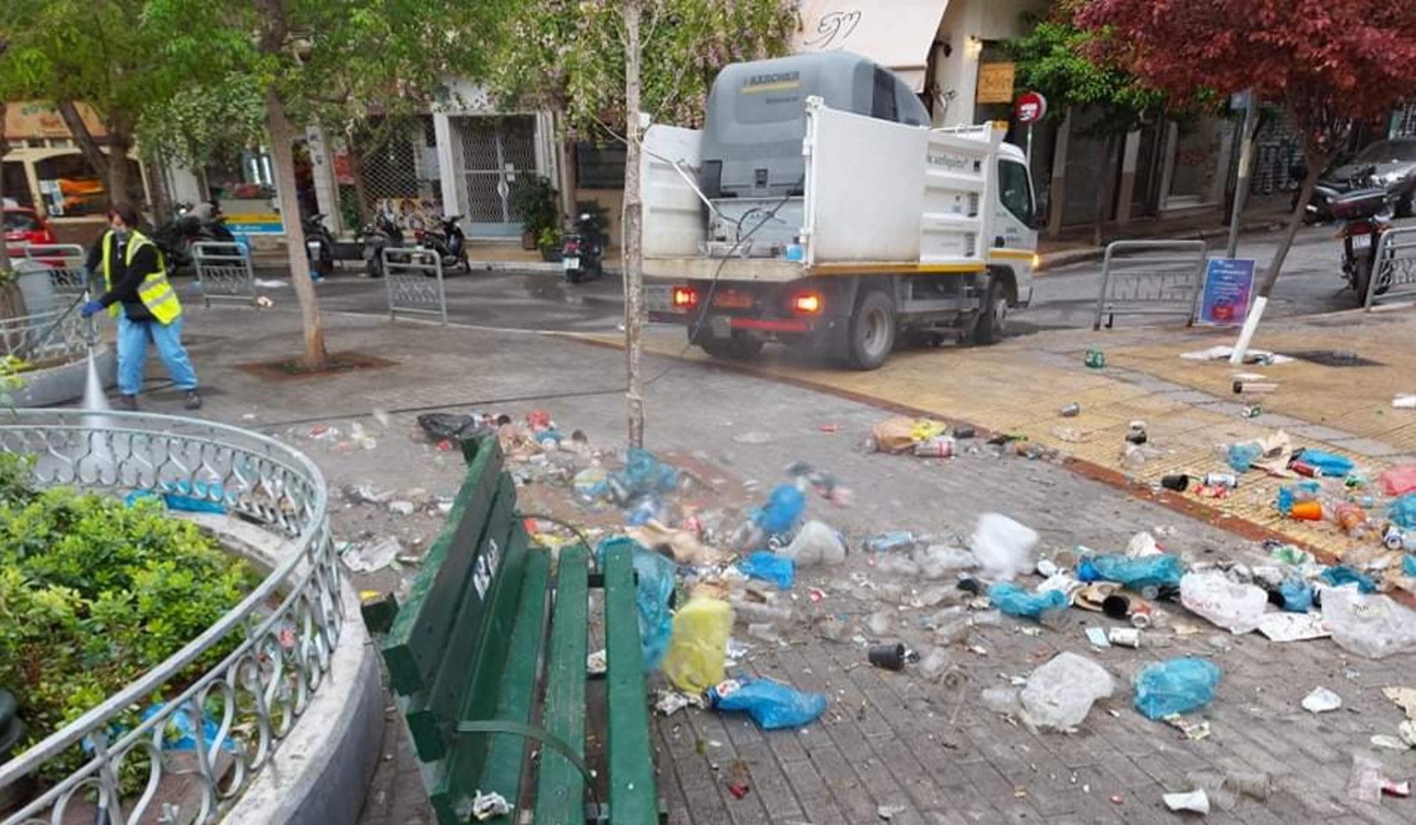 Κυψέλη: Έλαμψε πάλι – Μαζεύτηκαν 50 σακούλες  σκουπιδιών, «ενθύμια» του ξέφρενου κορονοπάρτι (pics)