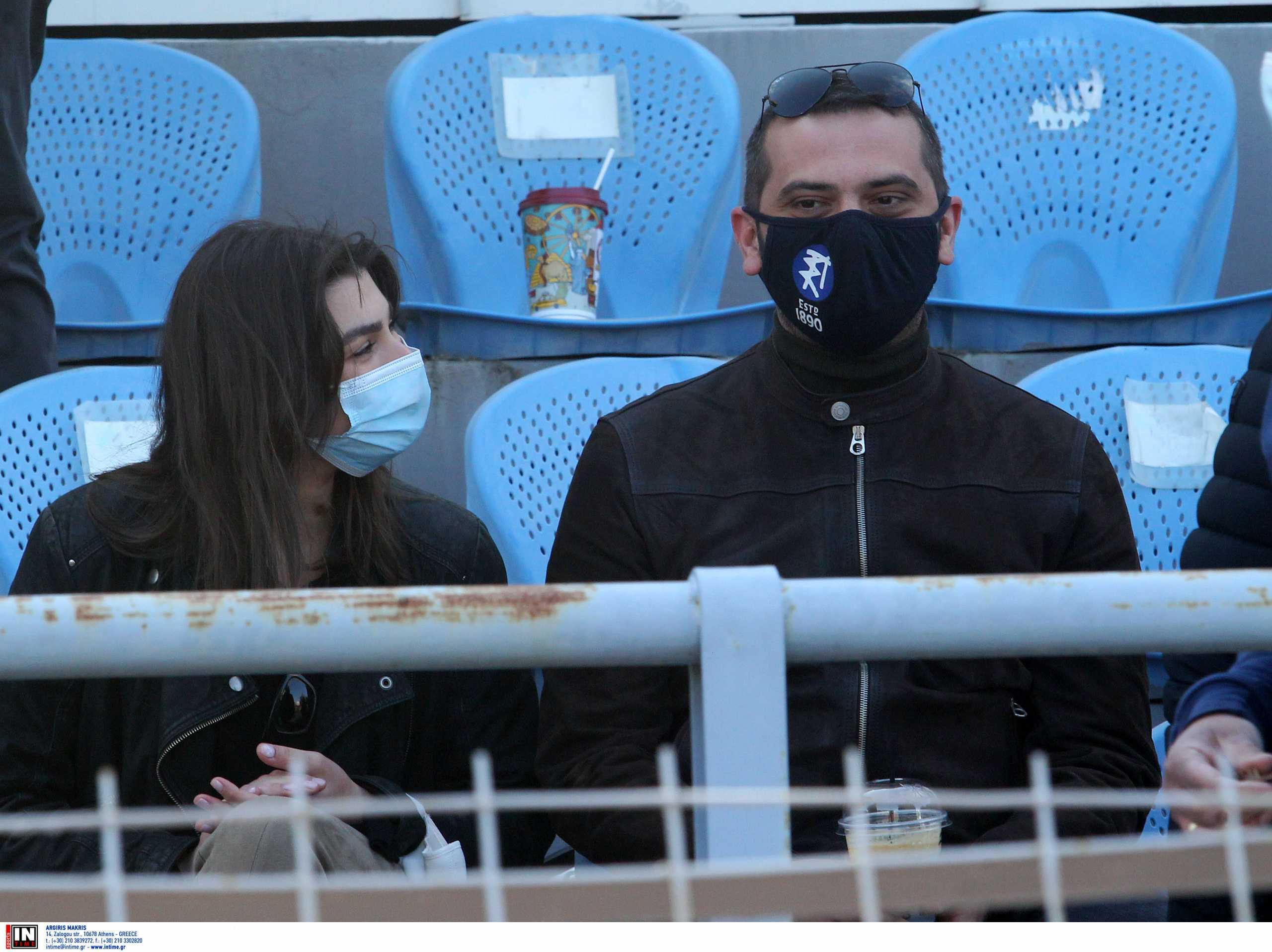 Λεωνίδας Κουτσόπουλος: Στο γήπεδο με τη Χρύσα Μιχαλοπούλου