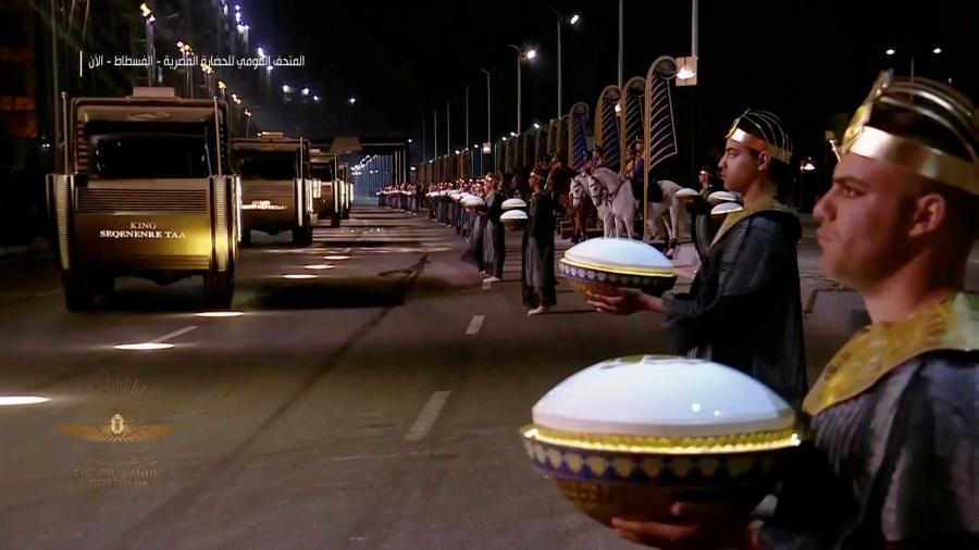 Μοναδικό Θέαμα! Μετέφεραν μούμιες 22 Φαραώ στο νέο «σπίτι» τους στο Κάιρο[video]