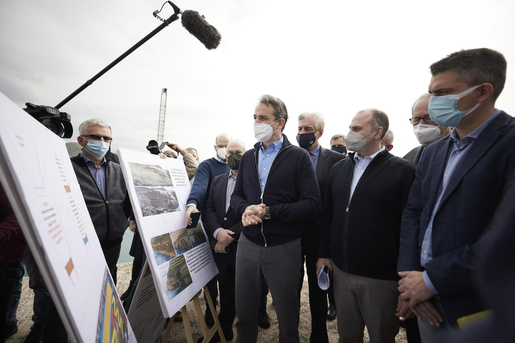 Ο Μητσοτάκης στη Διώρυγα της Κορίνθου – Ενημερώθηκε για τα έργα αποκατάστασης (pics, vid)