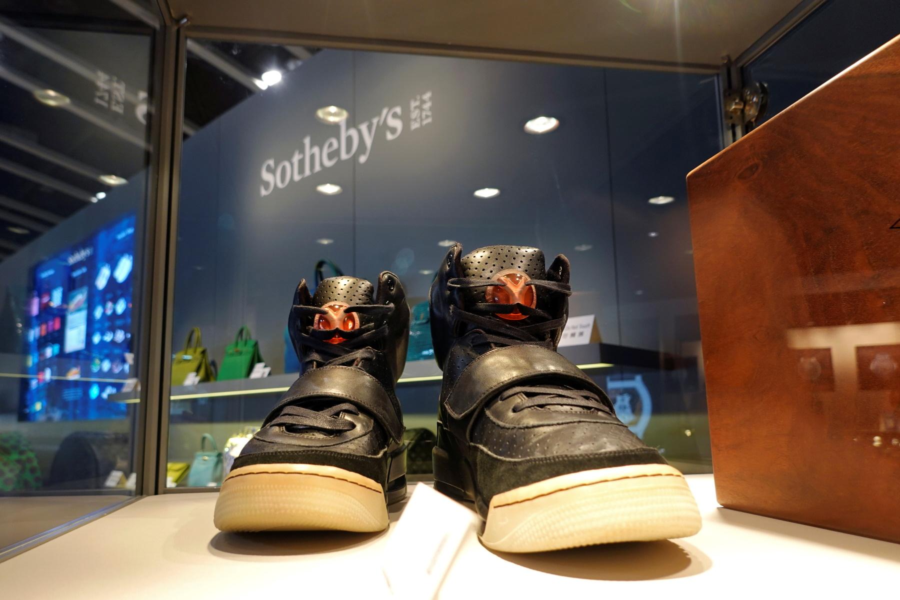 «Χρυσάφι» τα Nike Air Yeezy 1 του Κάνιε Γουέστ – Πουλήθηκαν 1,8 εκατ. δολάρια (pics, vid)