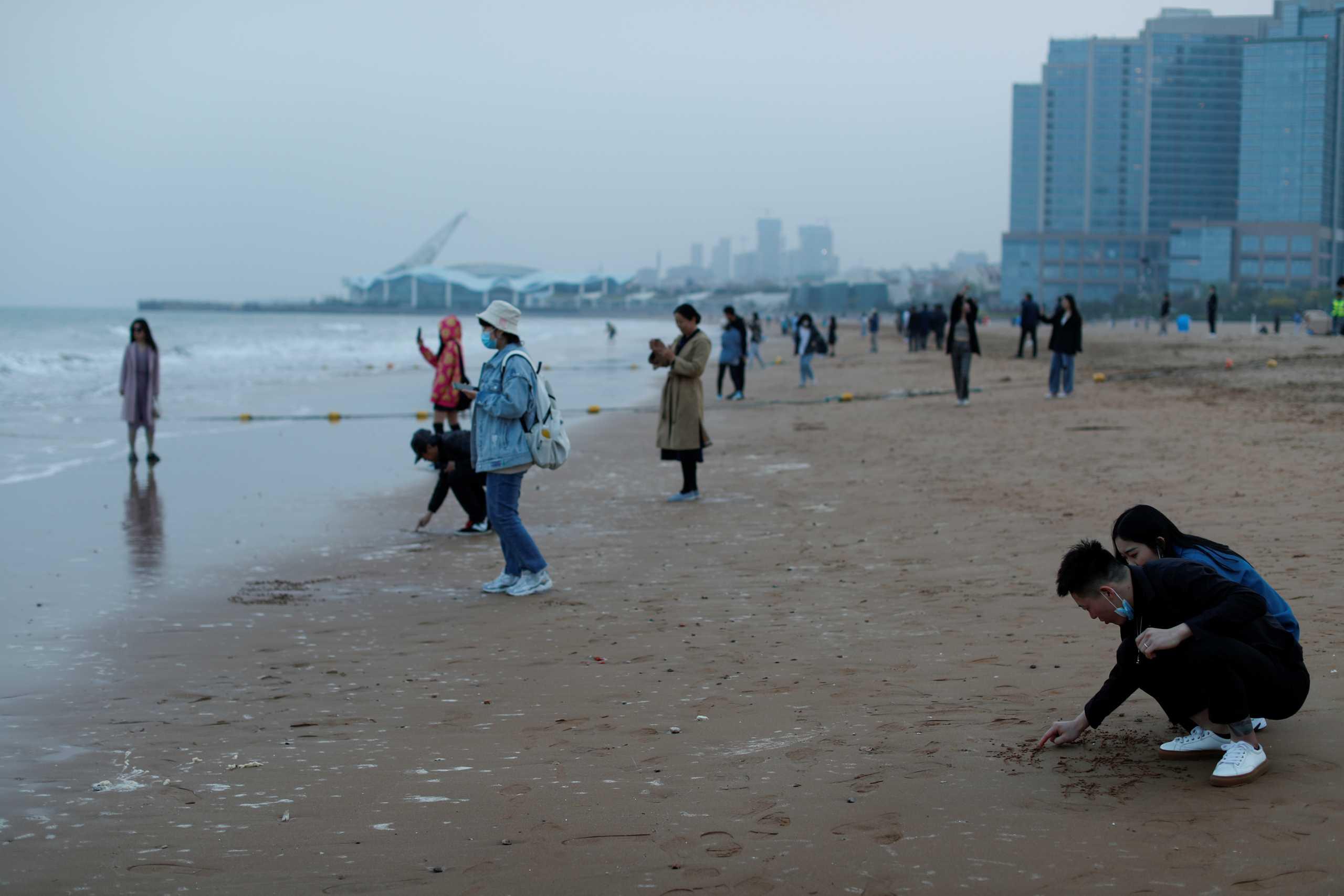 Οι Κινέζοι προσπαθούν με κάθε τρόπο να διαψεύσουν ότι μειώνεται ο πληθυσμός της χώρας