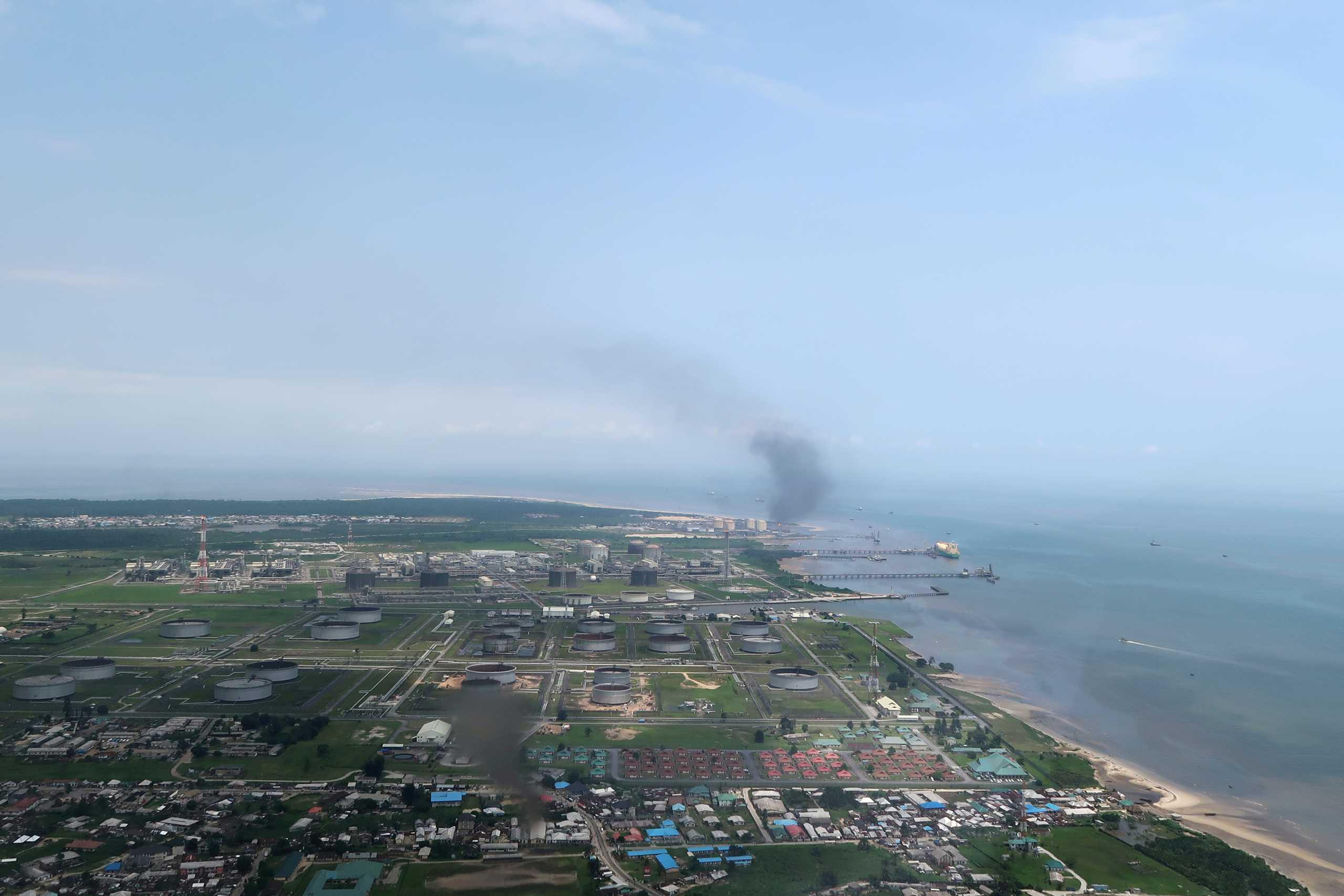 Τραγωδία στη Νιγηρία: 12 νεκροί από μετά από ανατροπή βυτιοφόρου – Κάηκαν 50 σπίτια και μαγαζιά