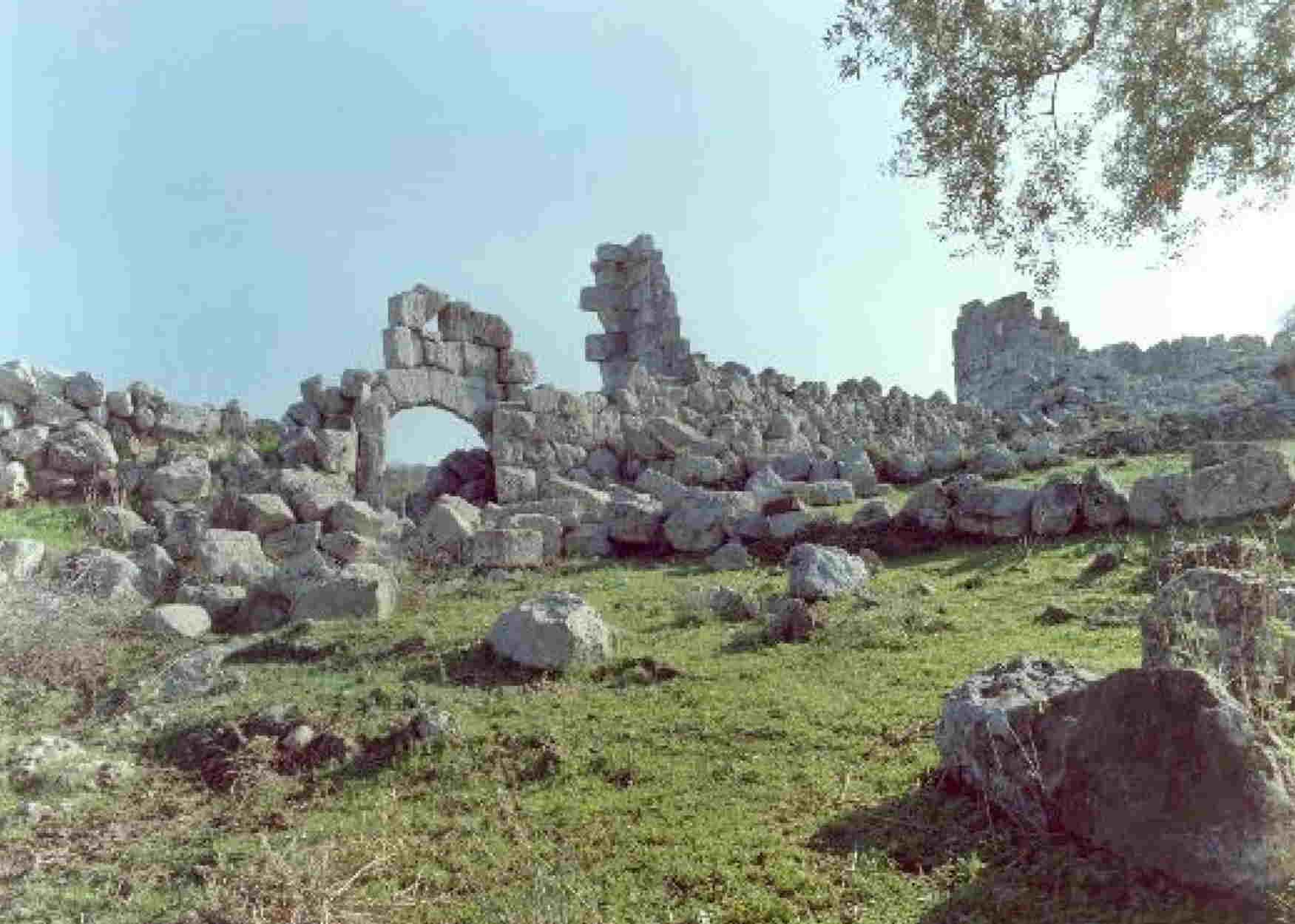 Πώς είναι σήμερα η άγνωστη αρχαία ελληνική πόλη με τον βασιλιά που δεν έπρεπε να τον δει ο ήλιος;