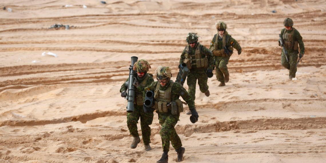 NATO: Ανησυχεί με το ρωσικό στρατό που συγκεντρώνεται στα σύνορα με την Ουκρανία
