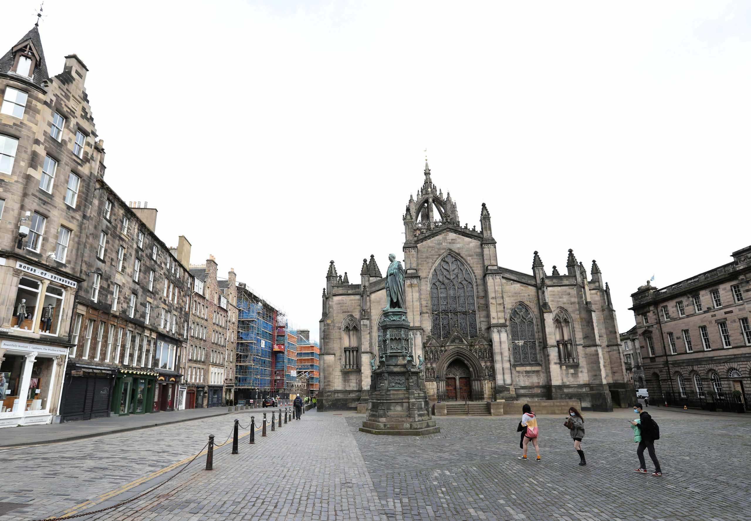 Κορονοϊός – Σκωτία: Μάσκες παντού αντίθετα με την Αγγλία – Κλειστά τα κέντρα διασκέδασης