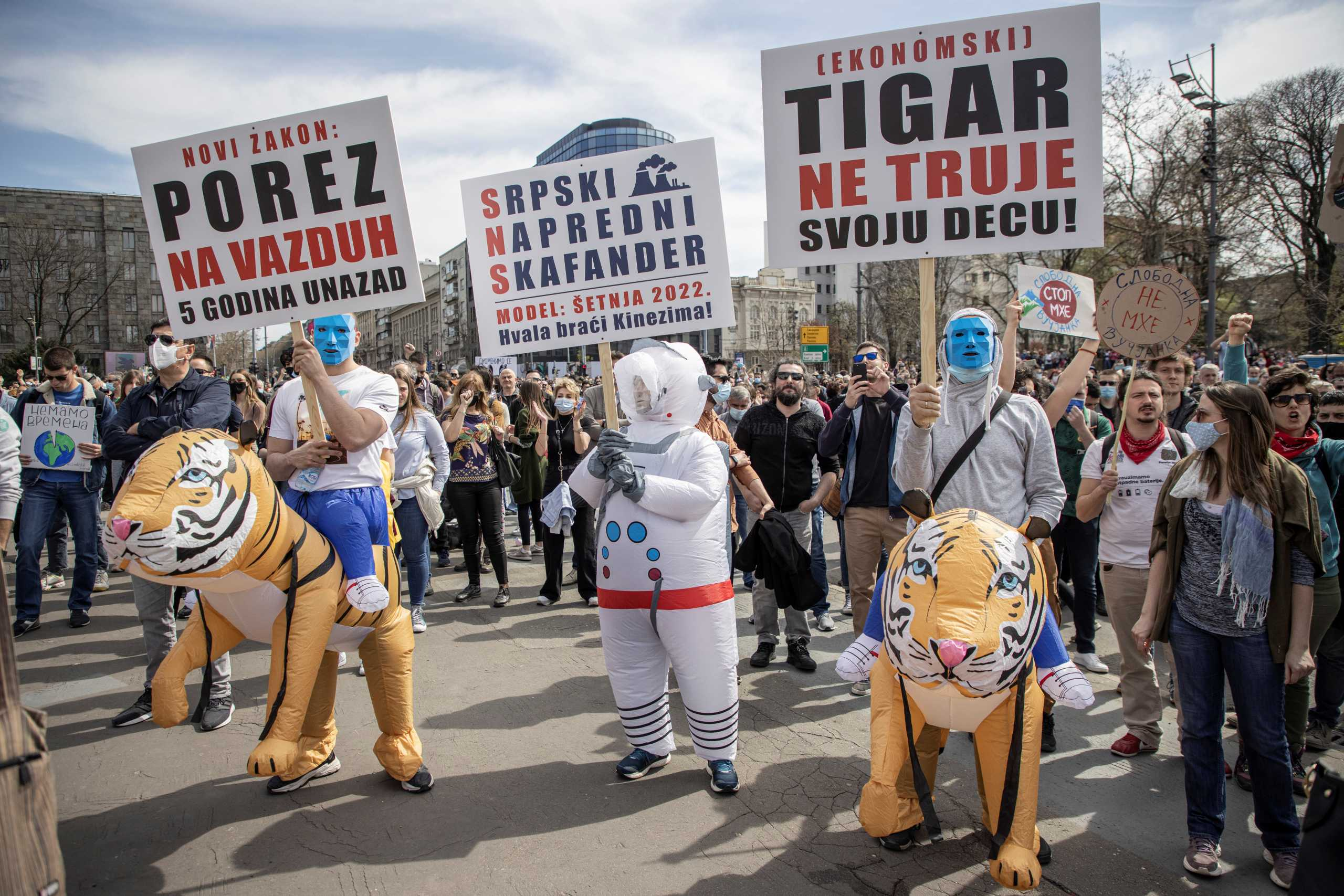 Σερβία: Χιλιάδες πολίτες ζητούν μέτρα για το περιβάλλοντος – Συγκέντρωση έξω από το κοινοβούλιο (pics)