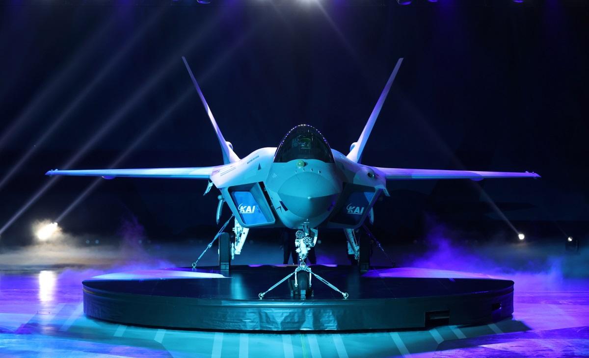 KF-21: Αποκαλυπτήρια για το μαχητικό που θέλει να κοντράρει τα F-35 [pics, vid]