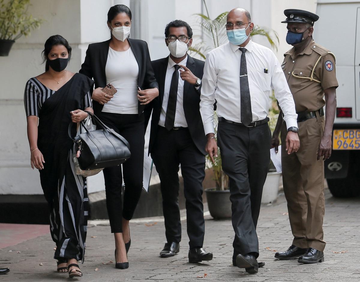 Σρι Λάνκα: Της φυλακής τα σίδερα δεν είναι για την καλλονή Mrs World παρά το μαλλιοτράβηγμα