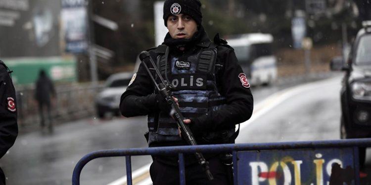 """Τουρκία: Αστυνομικές επιχειρήσεις """"σκούπα"""" στην αμυντική βιομηχανία για """"γκιουλενιστές κατασκόπους"""""""