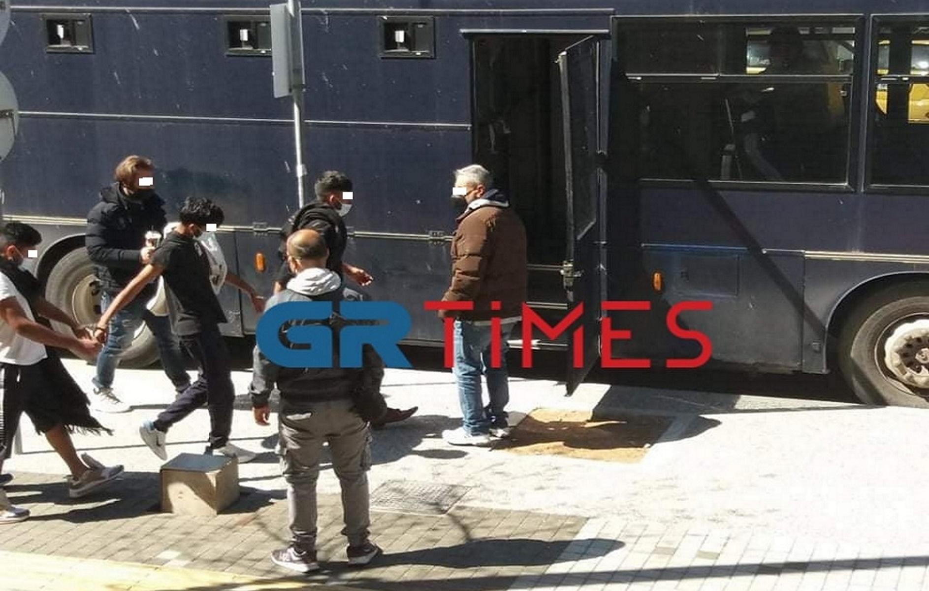 Θεσσαλονίκη: Προφυλακιστέα 6 μέλη διεθνούς κυκλώματος διακίνησης μεταναστών