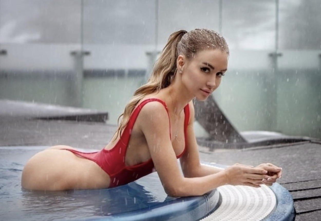 """Η Valenti Vitell """"κολάζει"""" το Instagram με τα οπίσθια της"""