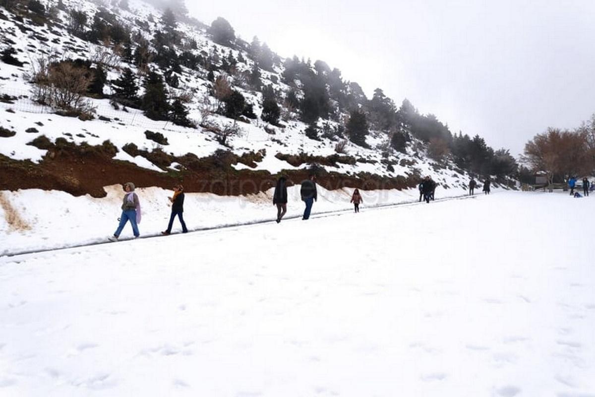 Χιόνια στην Κρήτη – Χιονοπόλεμος στον Ομαλό (video)