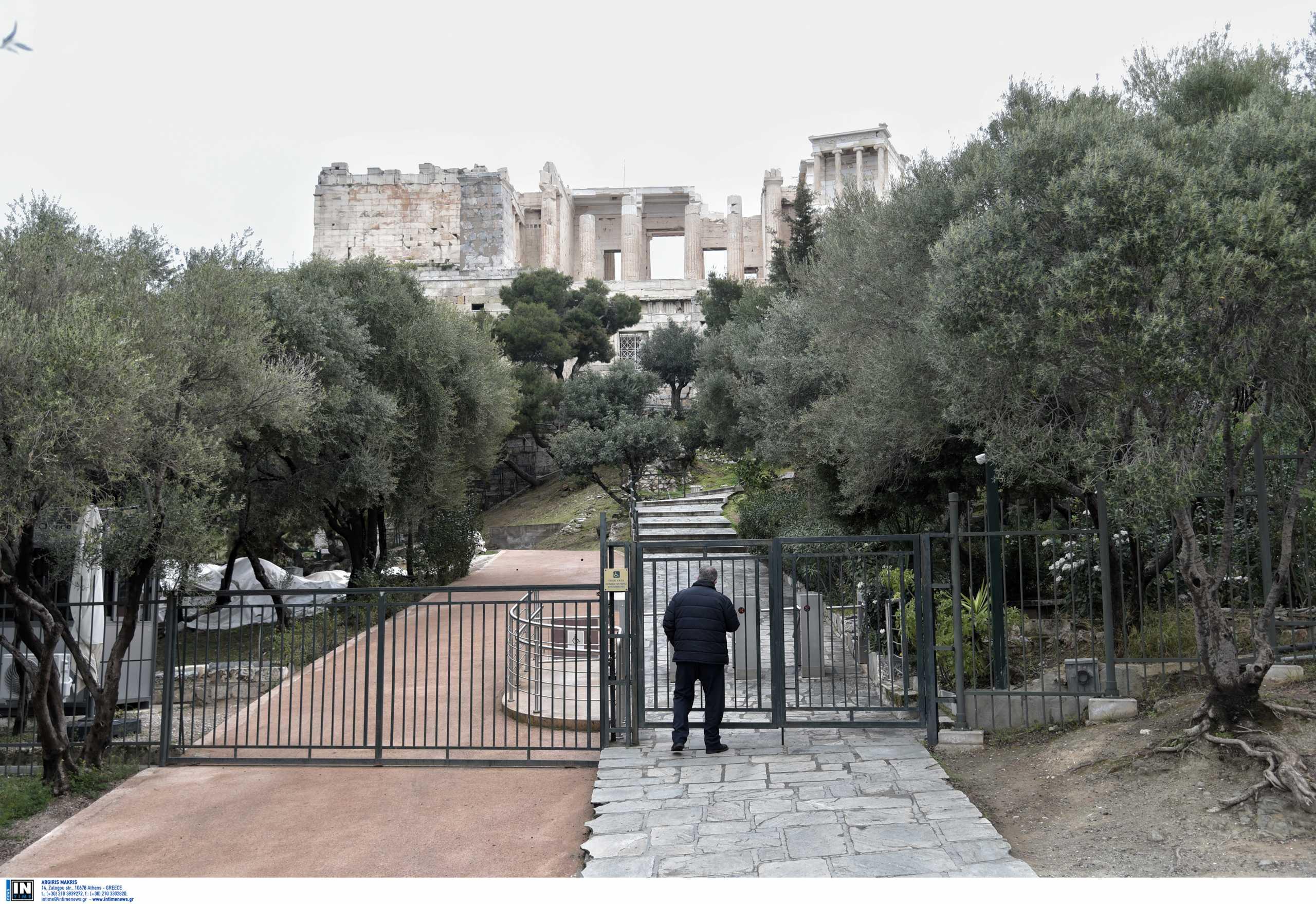 Πρόσκληση Μενδώνη σε Τσίπρα να τον ξεναγήσει στην Ακρόπολη