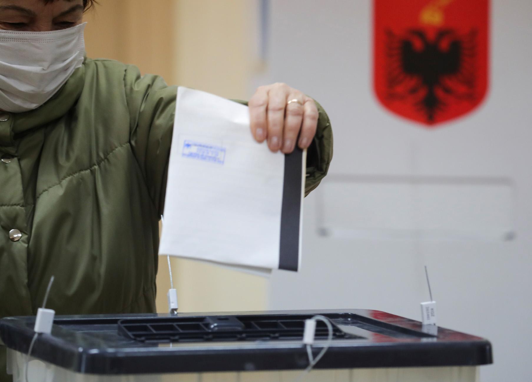 Αλβανία: Άνοιξαν οι κάλπες σε κλίμα έντασης