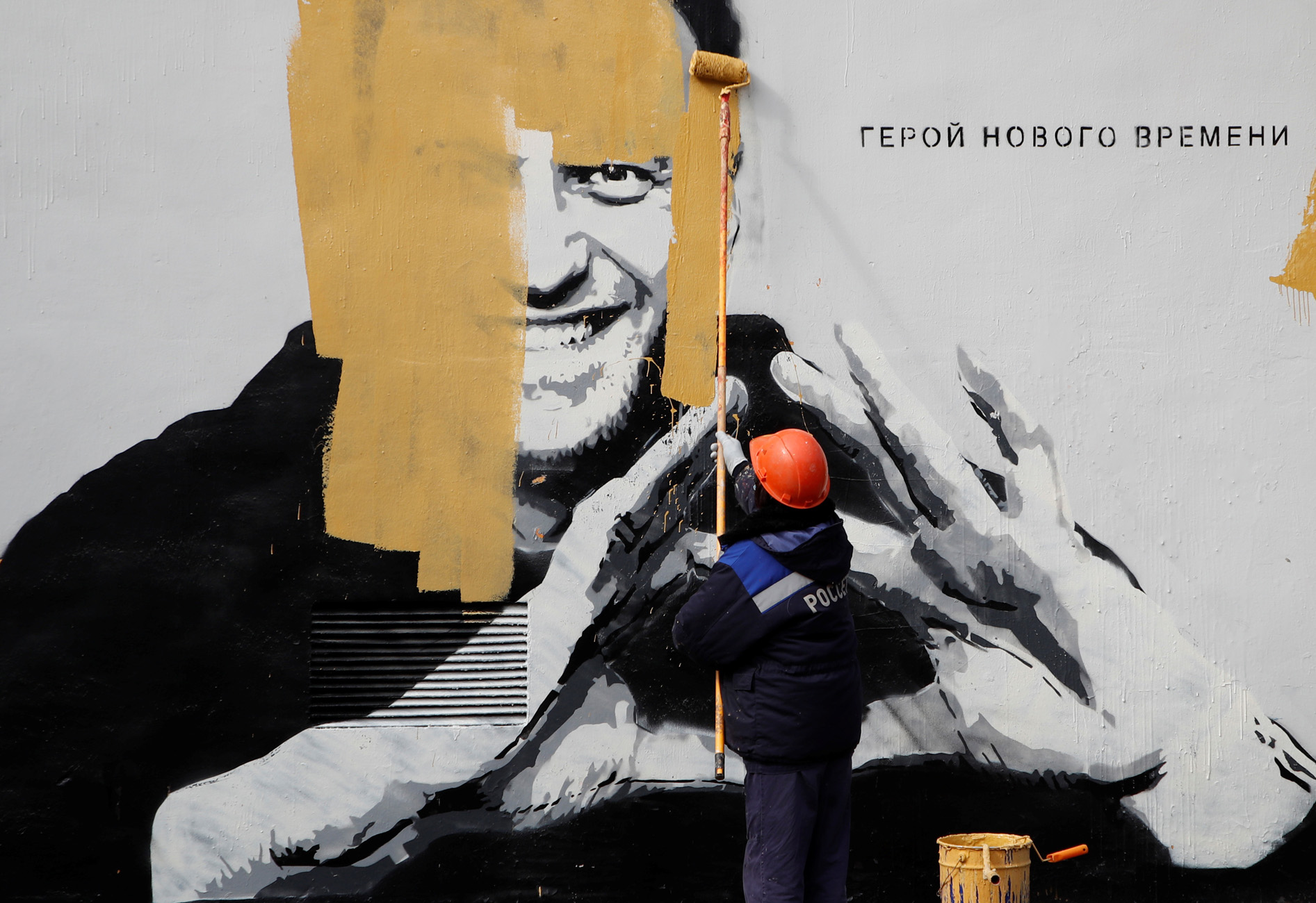 Ναβάλνι: Οι αρχές εξαφάνισαν γκράφιτι με το πρόσωπό του στην Αγία Πετρούπολη