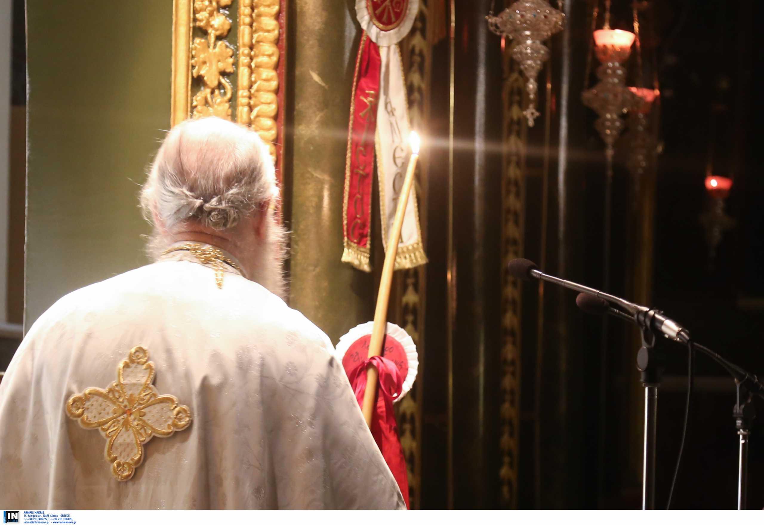 Ηράκλειο: Απειλές και κατάρες στον ιερέα για τους επερχόμενους εμβολιασμούς μέσα σε εκκλησία
