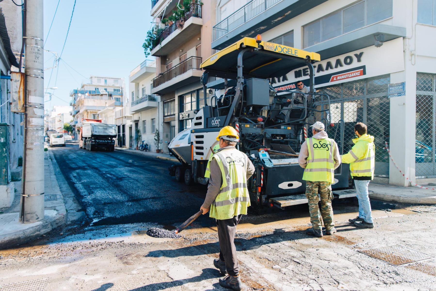Αθήνα: Λακκούβες τέλος – «Χαλί» 78 δρόμοι – Φωτογραφίες από την ασφαλτόστρωση