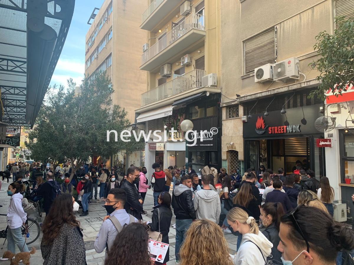 Κοσμοσυρροή στο κέντρο της Αθήνας – «Νικήτρια» η αγορά (pics)