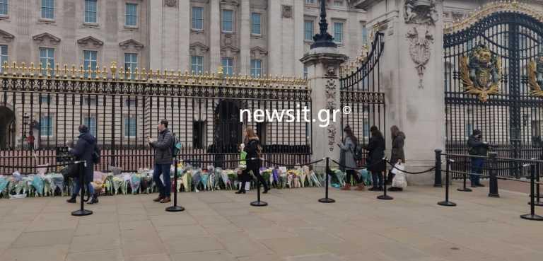 Κοσμοσυρροή στο Μπάκιγχαμ για τον πρίγκιπα Φίλιππο παρά το lockdown - Το newsit.gr στην «καρδιά» του Λονδίνου