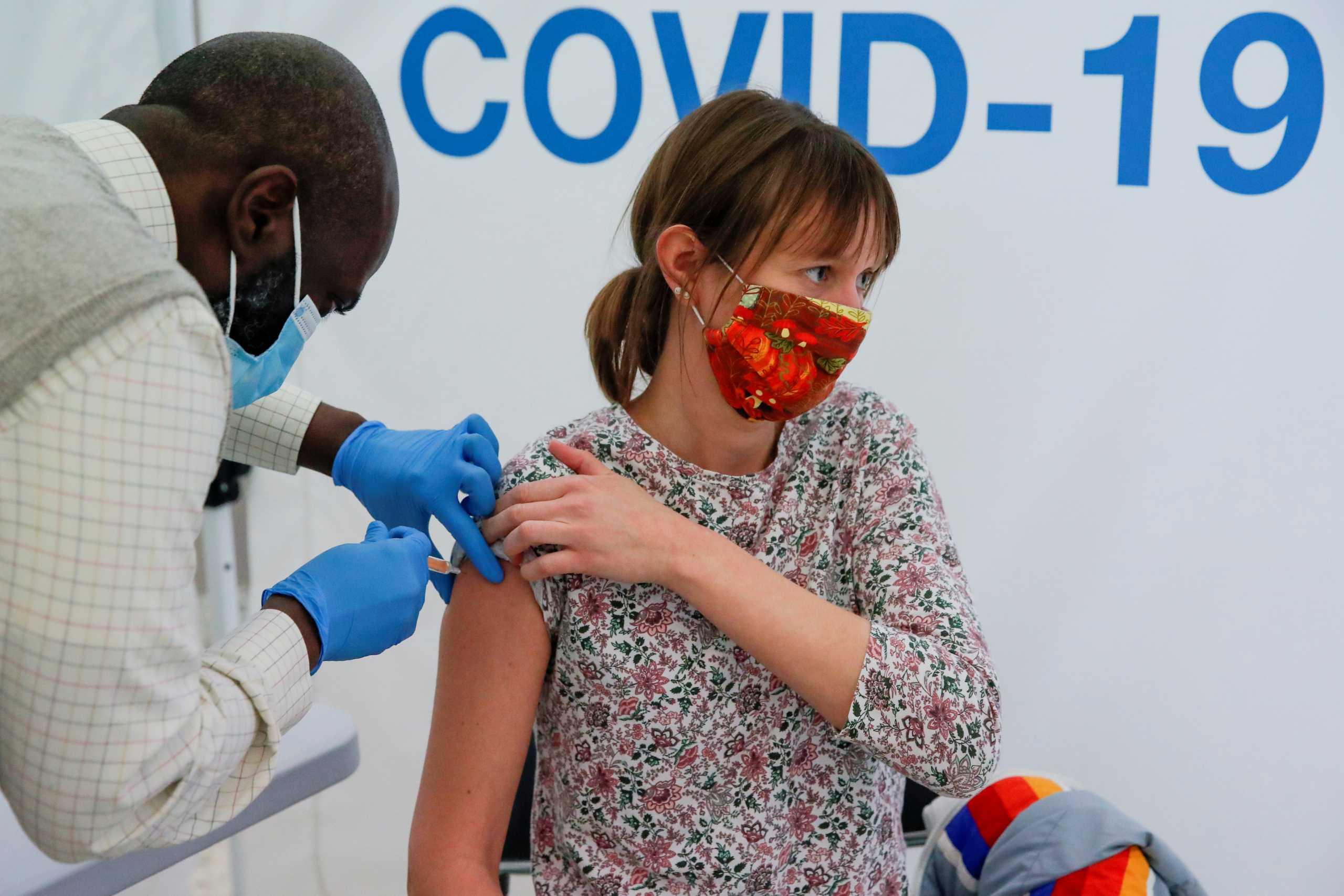 Κορονοϊός: Τα διαβατήρια εμβολιασμού διχάζουν τους βουλευτές στην Βρετανία