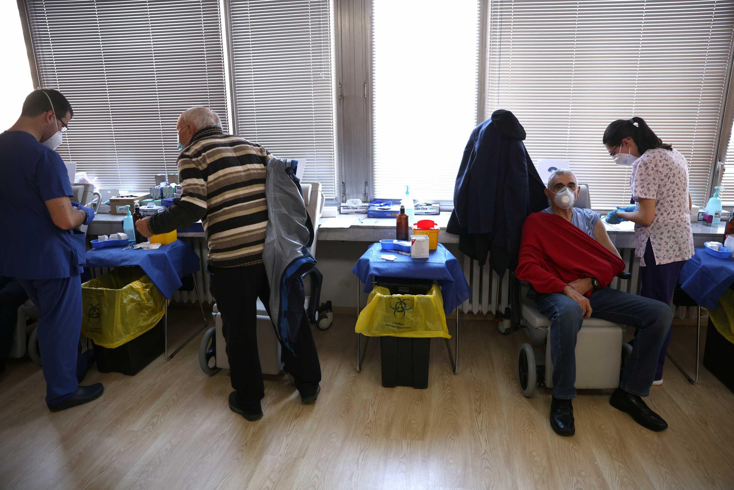 ΠΟΥ: «Απαράδεκτα» αργοί οι ρυθμοί εμβολιασμού στην Ευρώπη