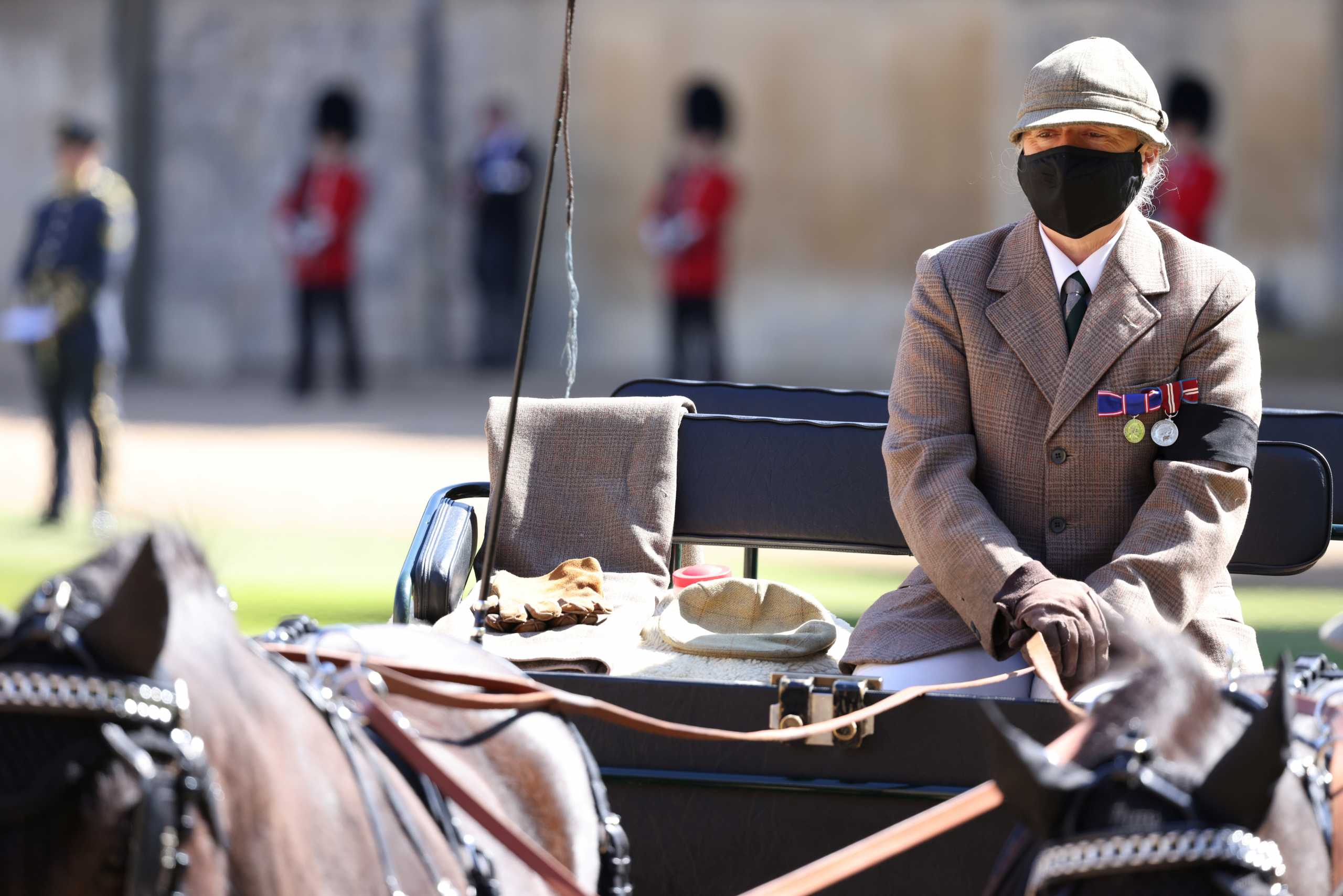 Πρίγκιπας Φίλιππος: Στην κηδεία και η άμαξά του – Το καπέλο και τα γάντια στην θέση του οδηγού (pics, vid)