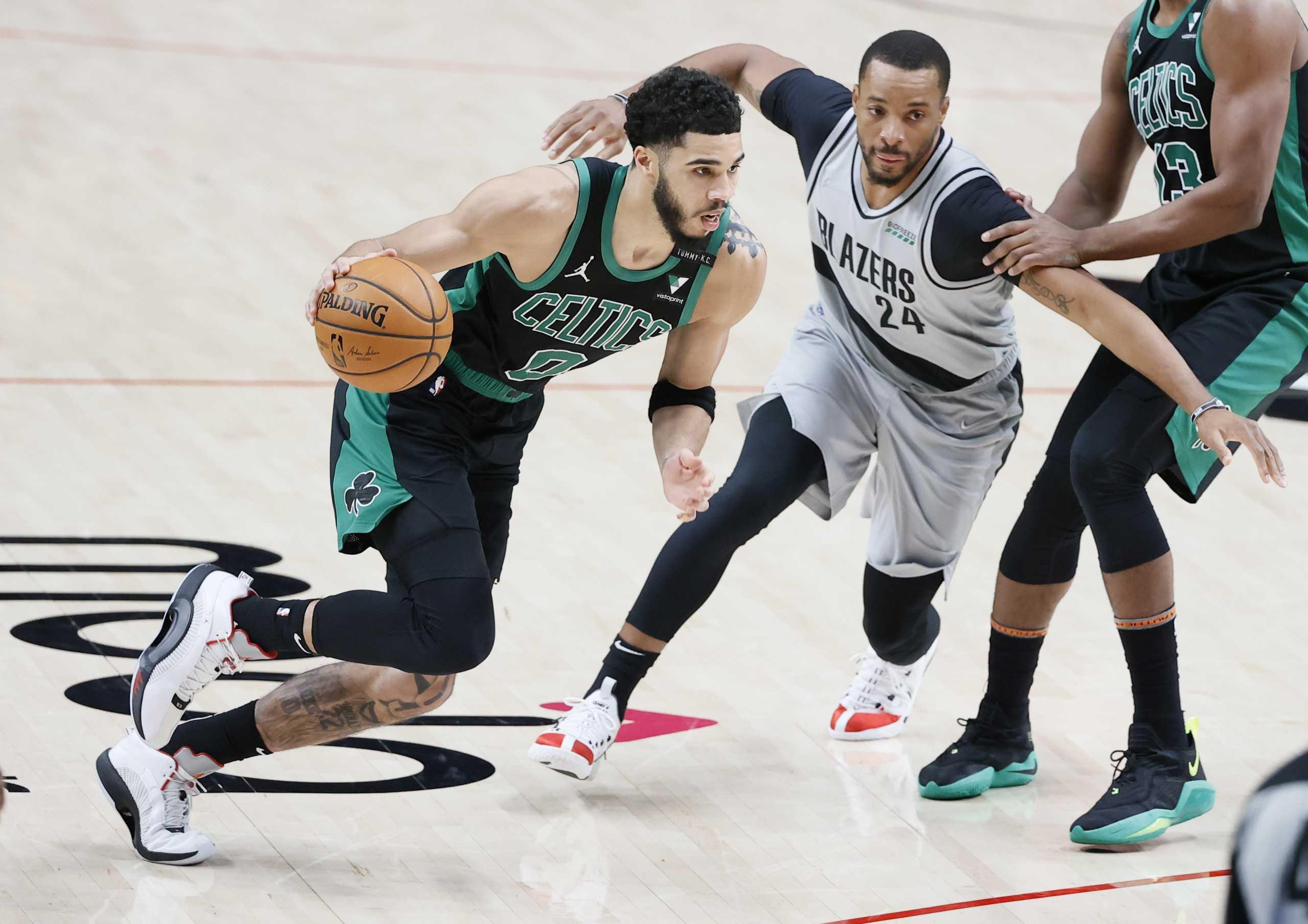 Ο Τέιτουμ οδηγεί τους Σέλτικς προς τα play off – Τα αποτελέσματα στο NBA (videos)