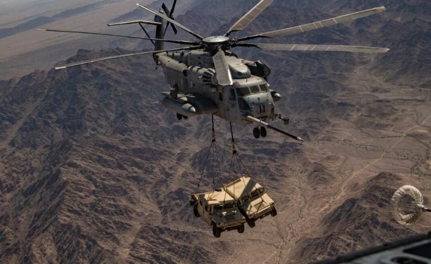 """CH-53E: Το πιο ισχυρό ελικόπτερο στον κόσμο αποδεικνύει την """"φήμη"""" του – Εντυπωσιακά πλάνα! [vid]"""