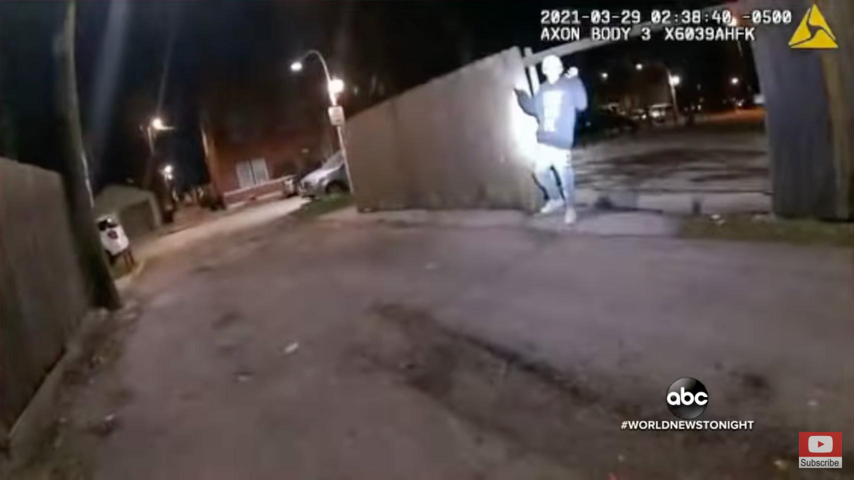 Νέο βίντεο σοκ στις ΗΠΑ: Αστυνομικός πυροβολεί 13χρονο που έχει σηκώσει τα χέρια ψηλά