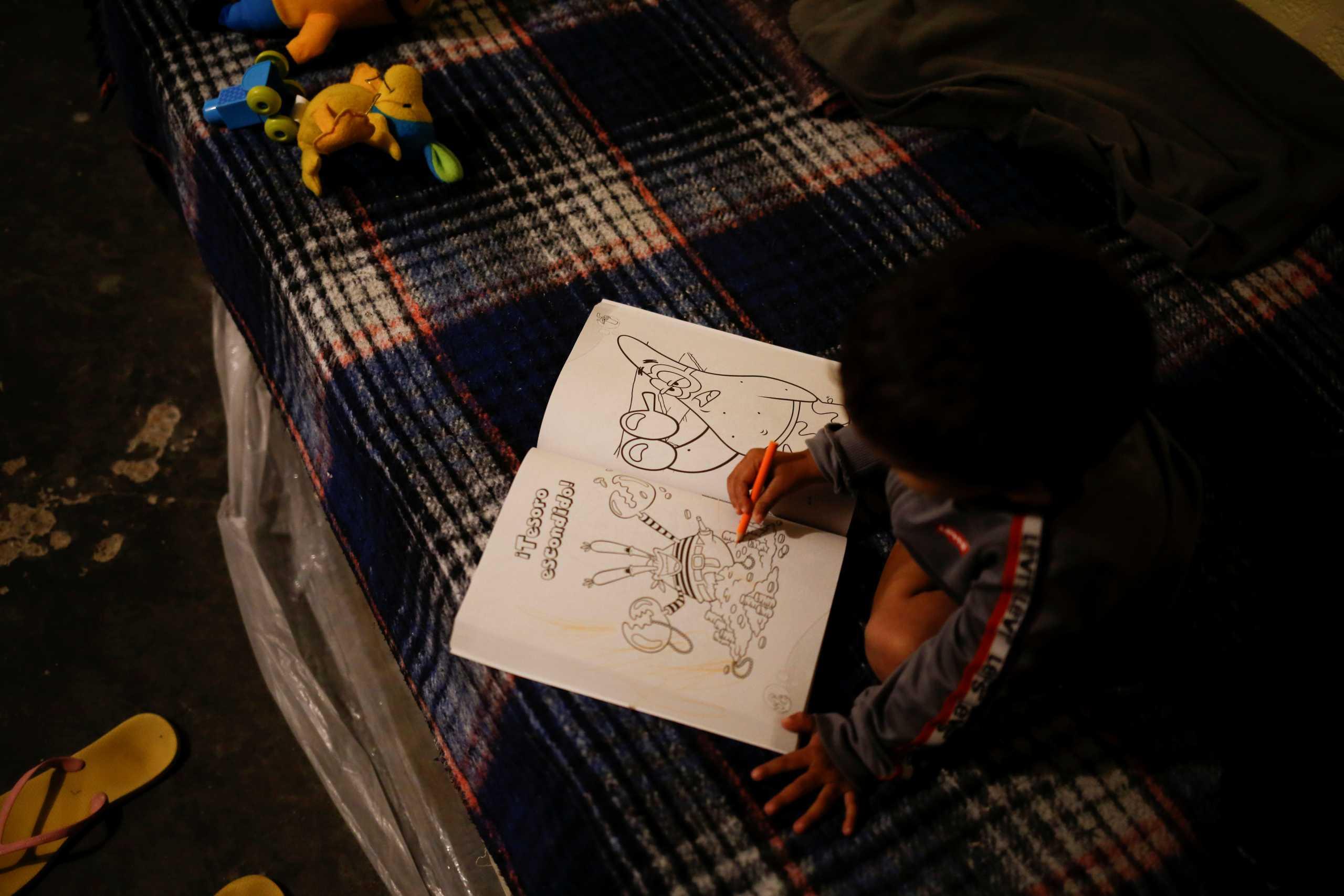 Έκρυβε κοκαΐνη… στα παραμύθια του 3χρονου παιδιού της