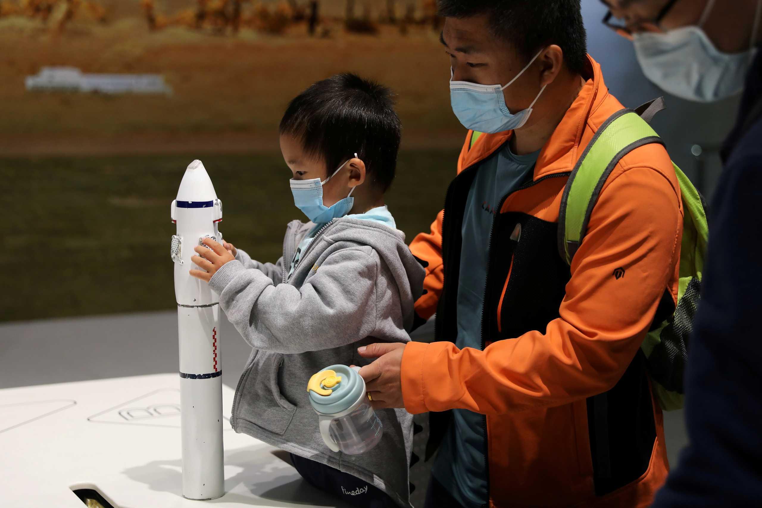 Η Κίνα έστειλε στο διάστημα ρομπότ για να μαζεύει… σκουπίδια