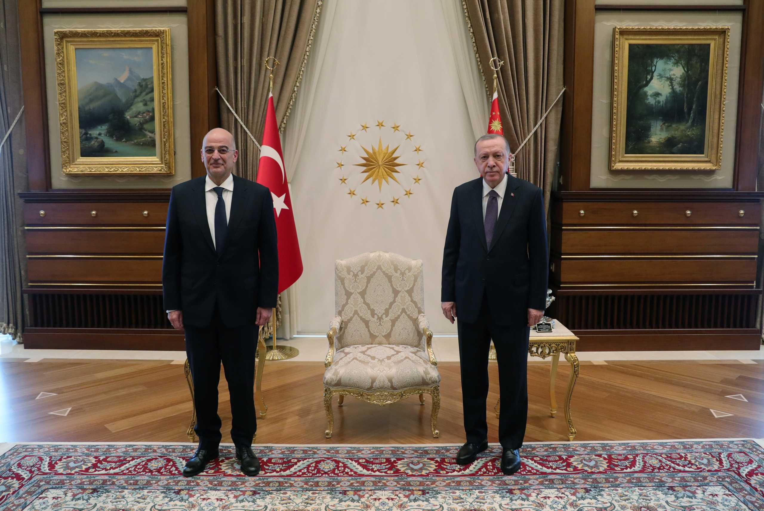 Τελείωσε η συνάντηση Δένδια – Ερντογάν