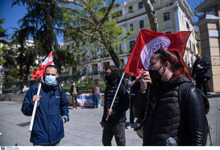 Θεσσαλονίκη: Διαμαρτυρία στο ΥΜΑΘ από το σωματείο ξενοδοχοϋπαλλήλων – «Δεν μπορούμε να ζήσουμε» (video)