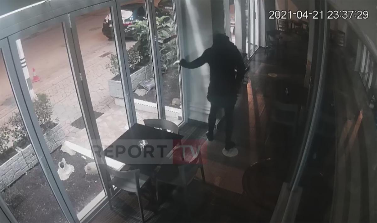 Διαρρήκτης φόρεσε φούστα και «μάδησε» εστιατόριο [video]