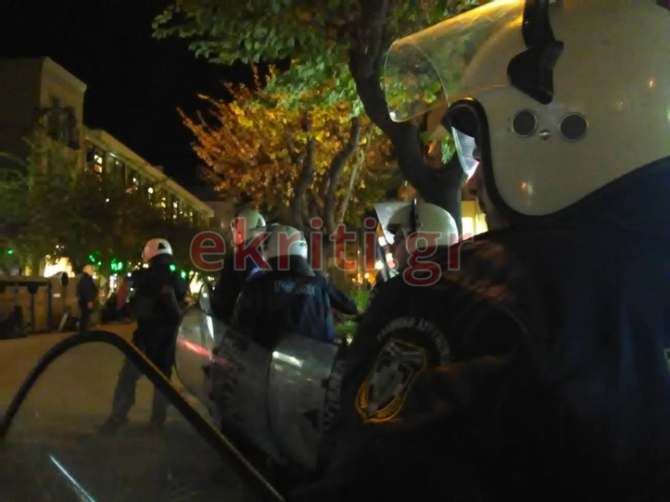 Ηράκλειο: «Αστακός» η πλατεία Ελευθερίας για τον φόβο κορονοπάρτι – Ένταση και προσαγωγές