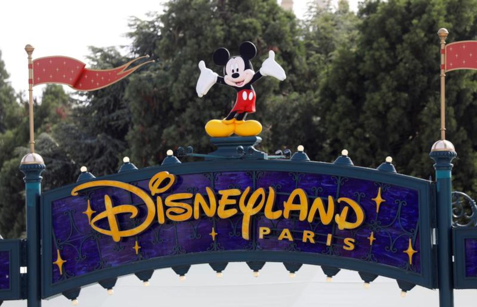 Η Disneyland γίνεται… εμβολιαστικό κέντρο!