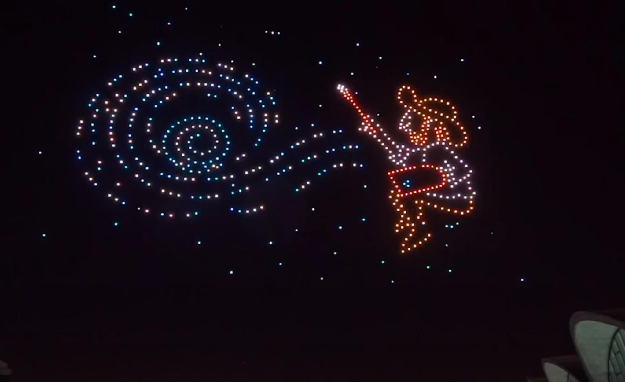 Drones σχημάτισαν πίνακες του Βαν Γκογκ στον ουρανό – Φαντασμαγορικές εικόνες (video)