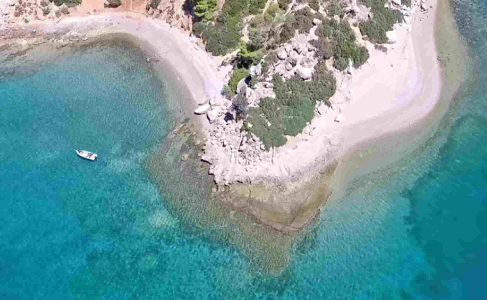 Ποιο είναι το άγνωστο Εγγλεζονήσι που μοιάζει σαν να μην είναι στην Ελλάδα